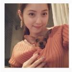 【画像】佐々木希 胸元の犬がうらやましすぎ!「犬になりたい」ファンが大量発生中!