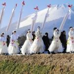 【画像】 女性が参加する珍しい「平笠裸参り」 家内安全を祈り町を練り歩く =岩手