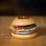 米国で人気の高級バーガー店「UMAMI BURGER」日本1号店オープン