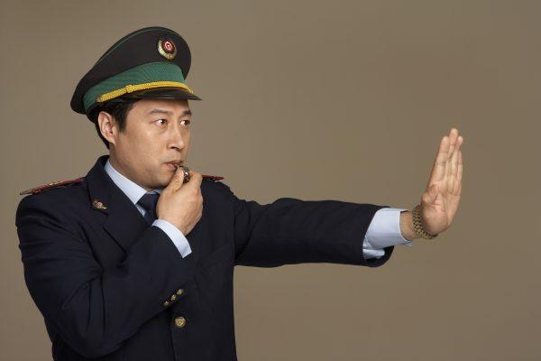 「言葉遣いに気をつけろ!」乗客の胸ぐら掴んだJR車掌に称賛の声
