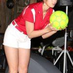 【画像】稲村亜美「あぁっ!」「すっごい恥ずかしいです」 ボウリング始球式、不本意な結果に