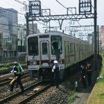 【画像】東武線で人身事故 上半身だけ車両の中に