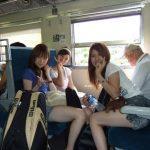 【画像】電車の4人がけボックス席でこうなった時の気まずさは異常