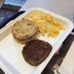 ツイッタラー「モスで朝食。昨日のマックと180円の違いで文明が変わる」