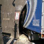 【画像】佐川の運転手、車高が理解できず事故るwwwww