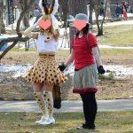 【悲報】けもフレコスプレイヤーさん、動物園でコスプレ撮影をして職員に怒られる
