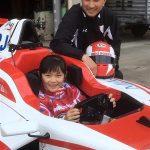 女子小学生がF4デビュー 父はF1レーサー、夢は日本人女性初のF1レーサー