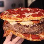 【画像】アメリカ人「ハンバーグにピザ入れたろwww……せや!それピザで挟んだろwwwww」