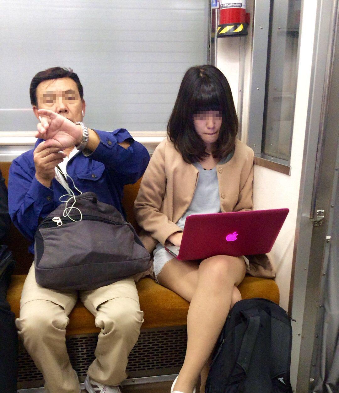 【画像】電車の優先席でノーパソいじってる女wwwwww
