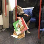 【悲報】まんさん、電車内でピザをぶちまけてしまう