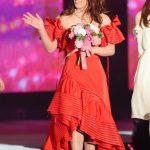 【画像】吉田沙保里 背中あいた真っ赤なドレスで登場「五輪並みに緊張した」