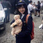 【画像】橋本環奈、野良猫を捕まえまくるwwww