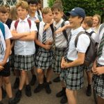 【画像】イギリスの中学生たち スカート姿で抗議wwwwww