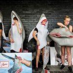 「フカヒレを取るためにサメを殺すな」 サメの着ぐるみ姿の活動家ら、香港のレストラン前で抗議運動