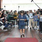 【画像】藤井聡太四段に豚キムチうどん届ける店員を撮影するメディアのみなさんwwwwwww