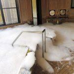 【画像】泡だらけになった熊野川温泉 いたずらか