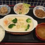 【画像】シチュー定食(680円)のクオリティwwwww