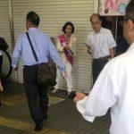 豊田真由子さん、街頭演説で隣にハゲを置くことで野次を防止するファインプレー