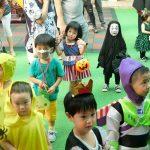 【画像】昨年のハロウィンで他の幼稚園児を恐怖のどん底に陥れたカオナシの子の今年⇒