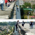 【画像】中国のオバチャン、万里の長城への入場料を払いたくなくて断崖絶壁をよじ登る