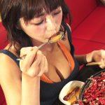 【画像】おっぱいちゃん、汗だくで激辛料理を食べるも、めちゃめちゃくさそう