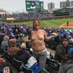 【画像】野球場でおっぱい露出する女ww