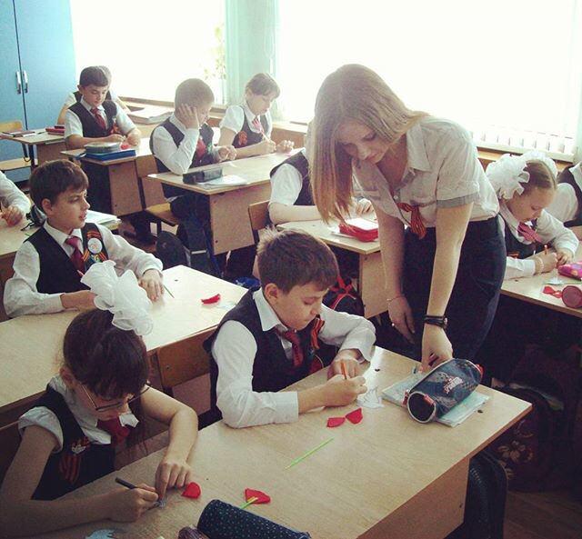 【画像】北欧の女教師がエチエチすぎるwwwwww