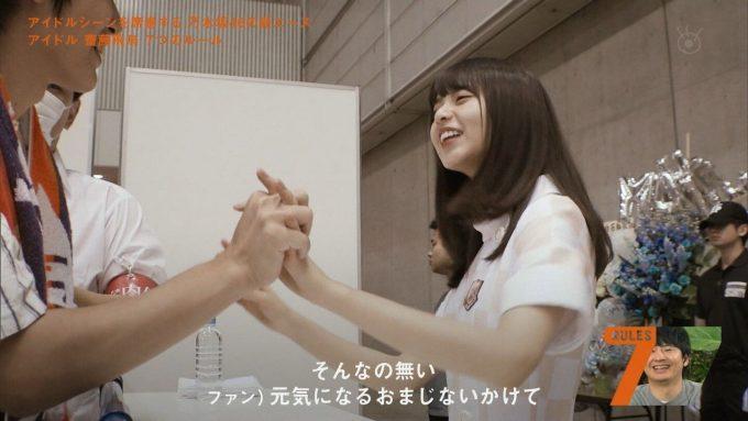 【画像】トップアイドル、ヲタクと恋人繋ぎはお手の物w