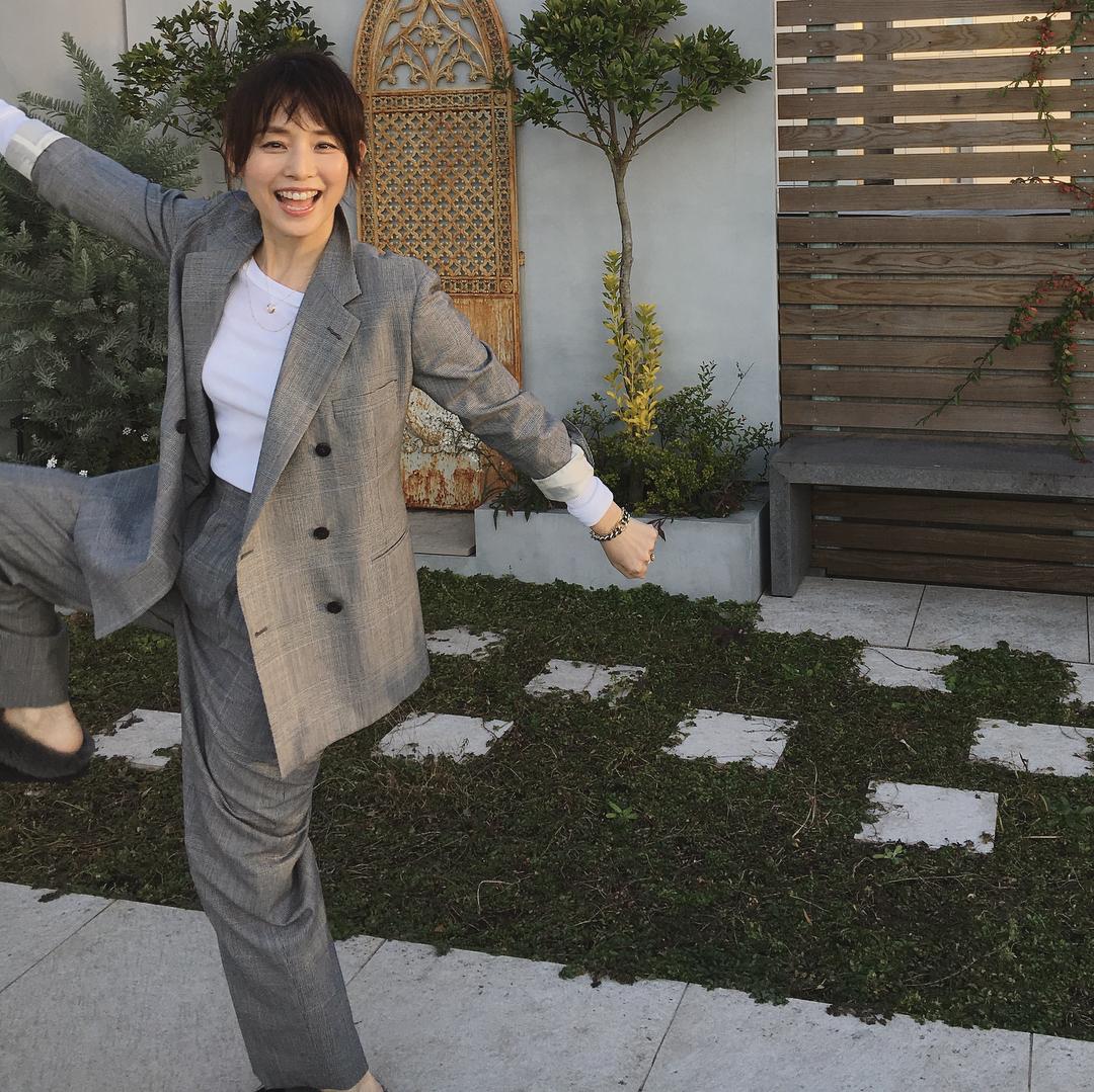 【画像】石田ゆり子さん、ババアなのに可愛い