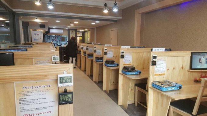 【画像】韓国の1人焼肉店