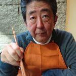 【悲報】昭恵夫人、安倍首相の画像を投稿するも箸の持ち方がおかしいと叩かれてしまう