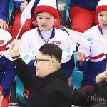 【画像】金正恩のモノマネ芸人、北朝鮮応援団の前に現れてつまみ出される