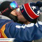 【画像】オリンピック初、ホモカップルによるキスシーン