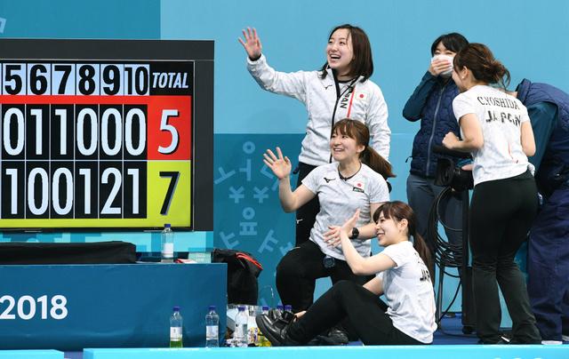 【悲報】カーリング会場の韓国人、日本の失敗に「イエーイ!」