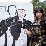 【画像】美女スナイパー、射撃訓練で百発百中