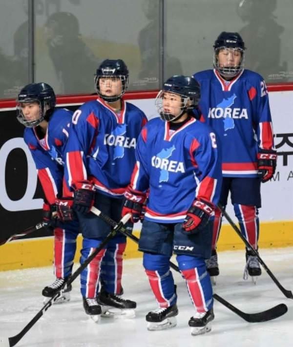 【悲報】韓国と北朝鮮合同アイスホッケーチームのデザイン、完全に北朝鮮寄り