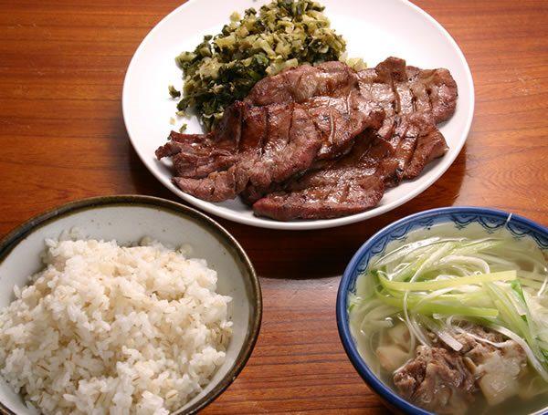 【画像】この定食がいつでも無料で食える権利 or50万円