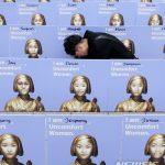 【マジキチ】韓国人が自分の顔と慰安婦像を合成して抗議デモ