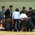 【相撲】救命女性が降りた土俵に大量の塩まく 複数の観客が目撃「極めて不快」