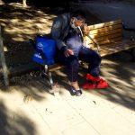 【画像】左足壊死ニキ、上野公園でお花見