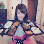 【画像】AV女優・相沢みなみさん、撮影で弁当を2つ食べる