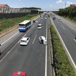 【画像】軽自動車、高速道路上でふて寝