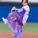 【画像】城島茂さん、女装してニッコニコで始球式をしてしまう