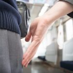 「お尻はもんだが、胸はもんでいない」電車内で22歳女性に痴漢行為…学校職員(29)を逮捕
