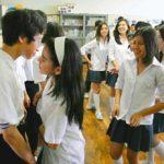 【画像】ペルーのJCたちが日本の男子中学生に「ほおとほおをつける」ペルー式あいさつを求める