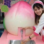 岡山駅に桃の果汁が出る蛇口が登場!子供らは笑顔で「もっと飲みたいよう」