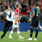 【画像】サッカーW杯決勝戦で乱入したガールズバンド「プッシャー・ライオネット」とかいう奴らw