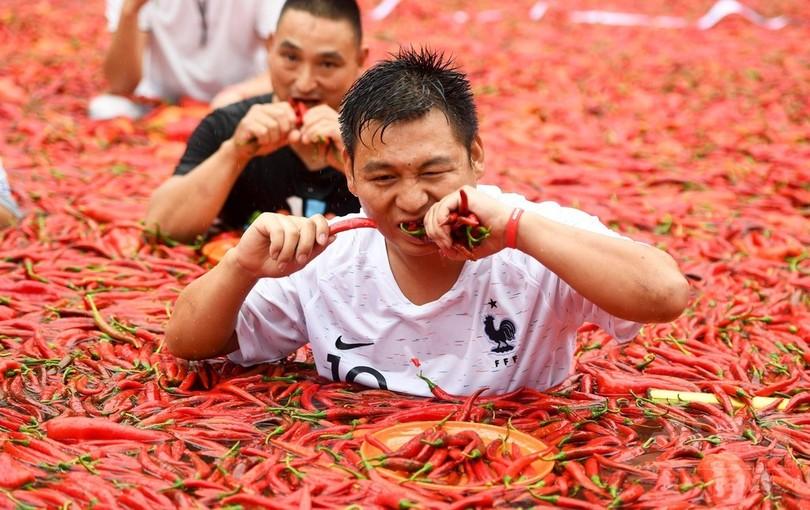 【画像】中国の唐辛子の大食いコンテストがすごいと話題に
