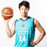 【悲報】プロバスケ選手、喫茶店で知人女性の財布から5000円盗んで逮捕