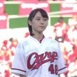 【画像】アイドル、始球式で豪快カープ色パンチラを披露